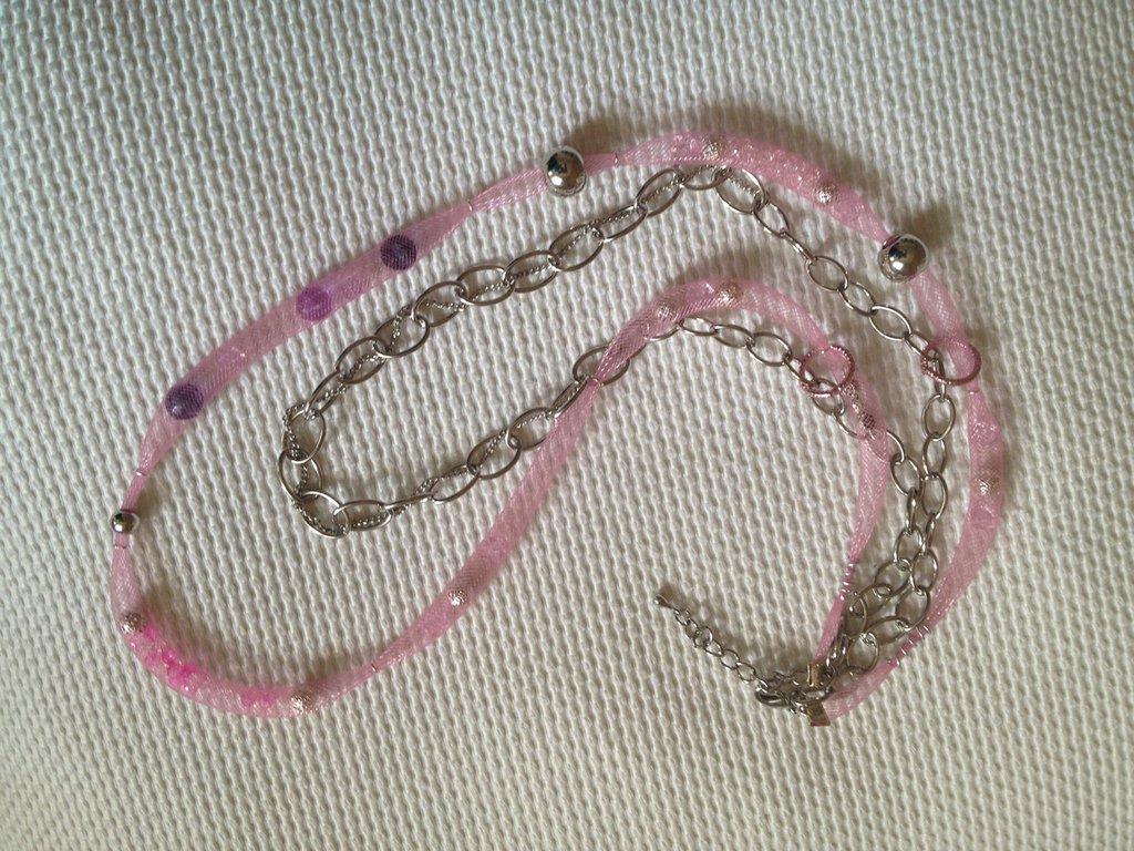 Collana in metallo rete rosa e Swarovski