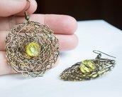 Orecchini realizzati a mano con filo di rame lavorato all uncinetto insieme con critalli Gialli ( Wire Crocheted Earring  with Yellow facted  Crystal Beads)