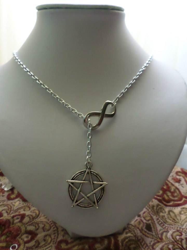 nuova collana con ciondolo wicca e infinito fatta a mano per donna