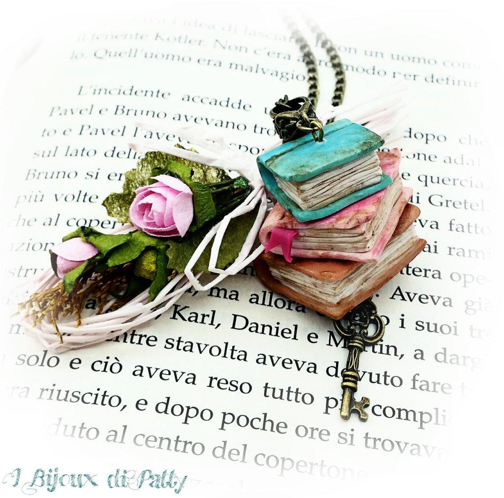 """Collana con ciondolo """"Pila di libri"""""""