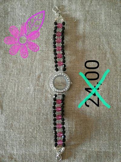 orologio con perle di varie fatture(bigiotteria)