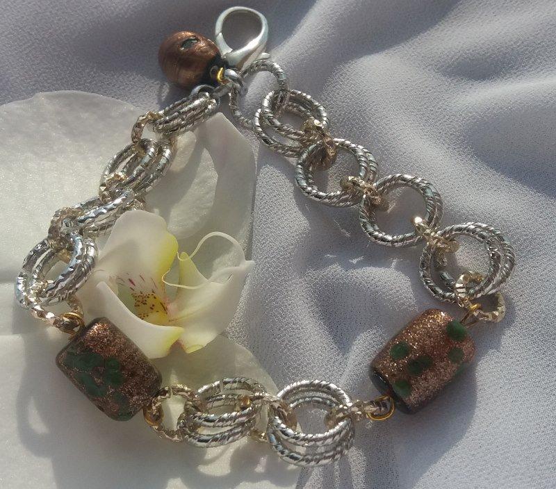 Bracciale chainmail con anellini argento e oro intervallati da perle di vetro brillanti