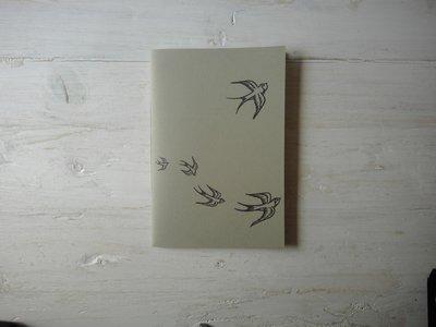 """Quaderno 7Nodi """"Volo"""" in bianco e nero."""