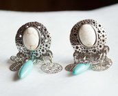 Orecchini etnici in argento Tibetano e Turchese Bianco Boemia Vintage ( Handcrafted Dangle and Drop Earring in Tibet Silver with turquoise )