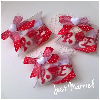 confettata,bomboniera, matrimonio, iniziali sposi con rose e nastro a pois
