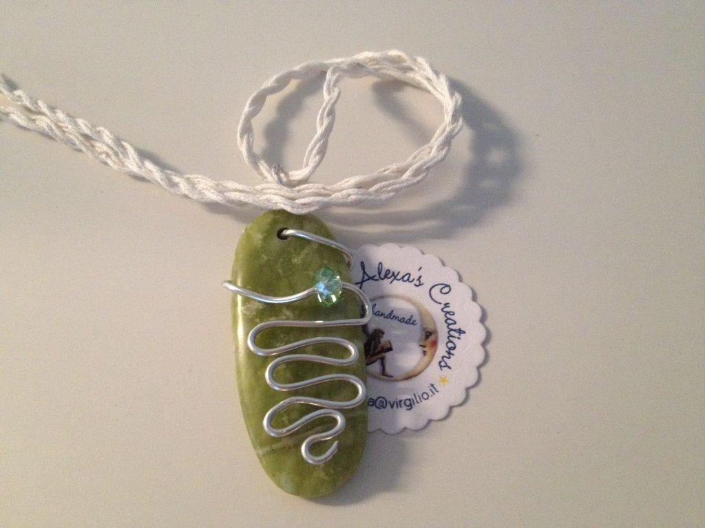 Ciondolo wire con Pietra naturale verde ovale