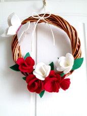Ghirlanda rose handmade  feltro fuori porta natale regalo misshobby.com doni e bomboniere pannolenci fiori