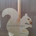 Portarotolo da cucina in legno naturale - scoiattolo