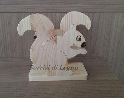 Portatovaglioli in legno a forma di scoiattolo