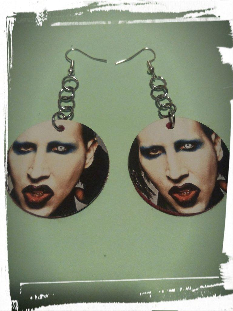 orecchini a cerchio fatti a mano con le lattine stampa marilyn manson metal