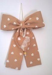 Fiocco da appendere, cuore di stoffa, fiocco nascita, fuoriporta, decorare casa, romantico, country, tessuto stampato