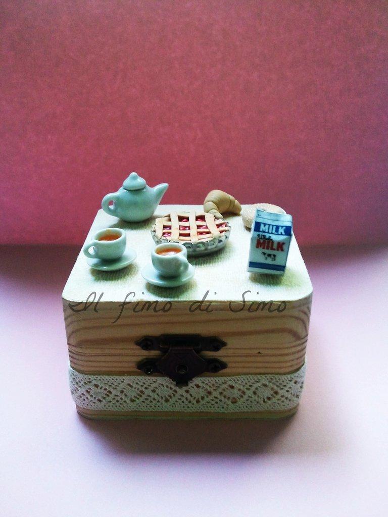 scatolina in legno portagioie decorata con pasta polimerica tema colazione