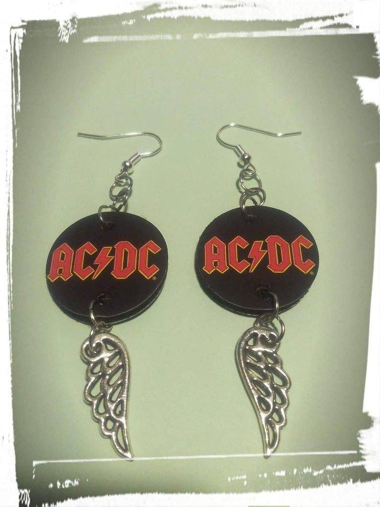 Orecchini fatti a mano con lattine e stampa AC/DC