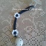 Catenelle portaciuccio blu con fiori bianchi