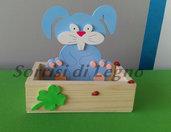 Coniglietto portacioccolatini azzurro con scatola colorata
