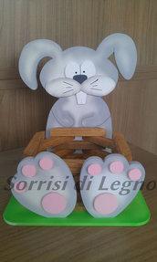 Porta-cioccolatini in legno con coniglietto zampe grandi