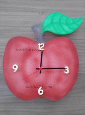 Orologio in legno mela rossa verniciato