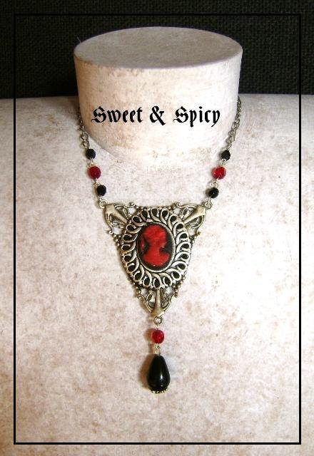 RED & BLACK CAMMEO NECKLACE-COLLANA CON CAMMEO