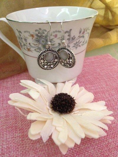 orecchini pendenti con pietre e strass