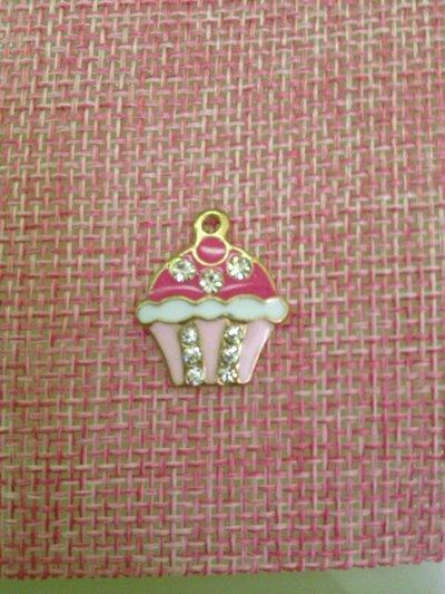 charm smaltato a forma di cupcake