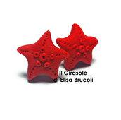 Orecchini a perno con stella marina rossa in pasta polimerica