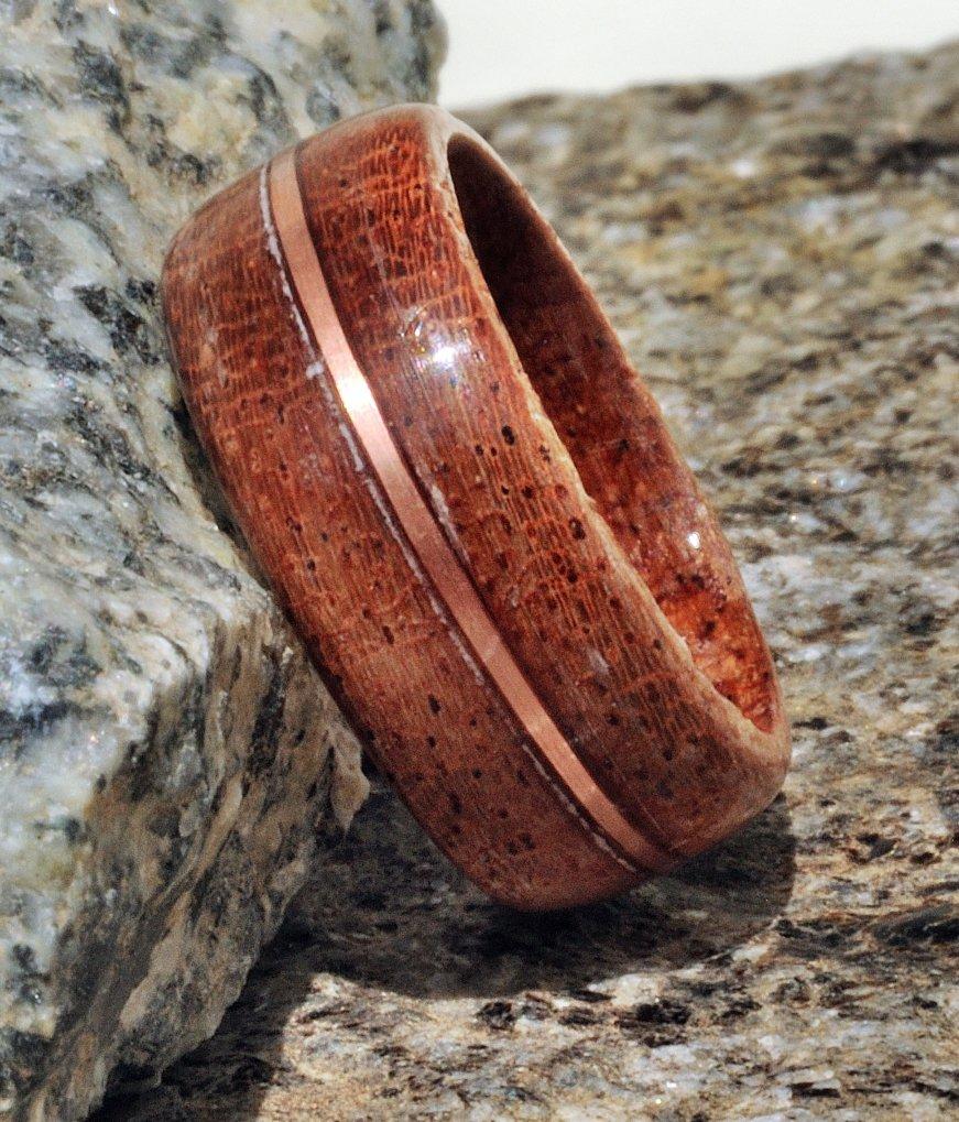 Anello veretta in mogano con intarsio in filo di rame fatto a mano