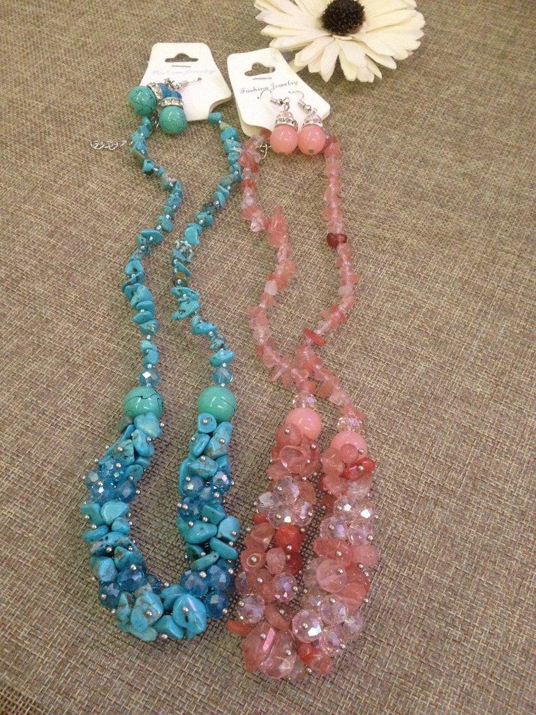 parure collana e orecchini in pietre