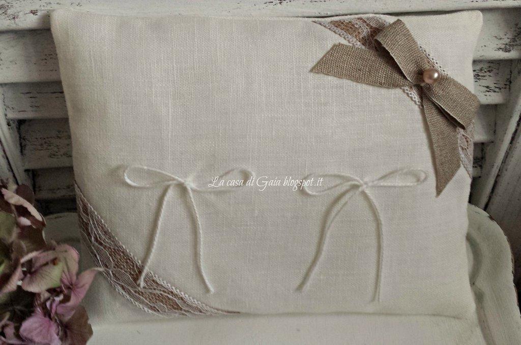 Porta fedi in lino bianco stile country chic