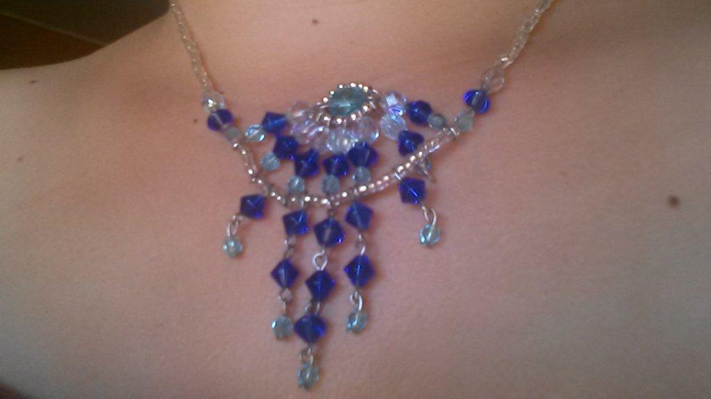 collana in tessitura di perline con ciondolo pendente blue