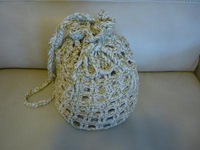 Graziosa borsa estiva a zainetto realizzata a mano