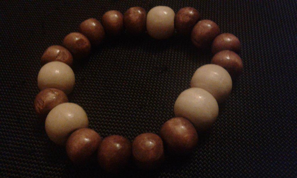 Bracciale elastico Natura con perle in legno