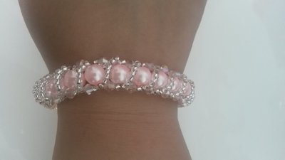 Braccialetto donna con perle rosa e microperline color argento