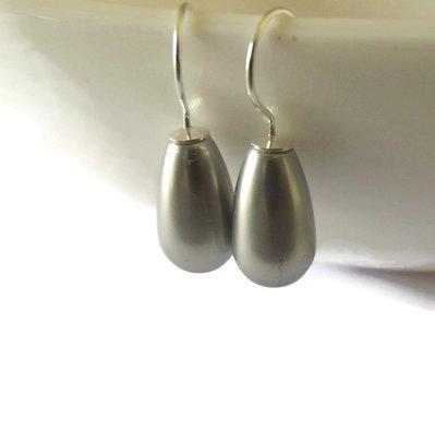 Orecchini argento 925 pendenti con perla a goccia color grigio perla