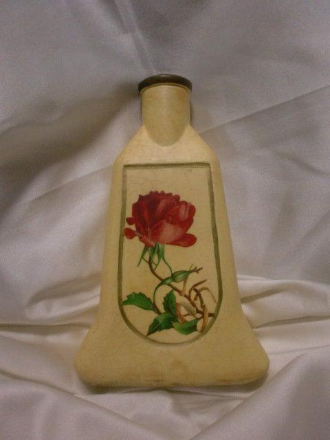 Vasetto con rosa.
