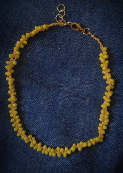 Collana corta / girocollo intrecciata di perline gialle