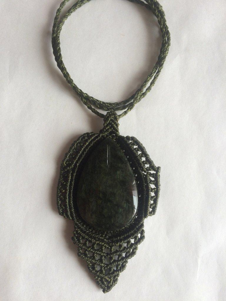 Collana di Macrame con Ossidiana Manto Huichol