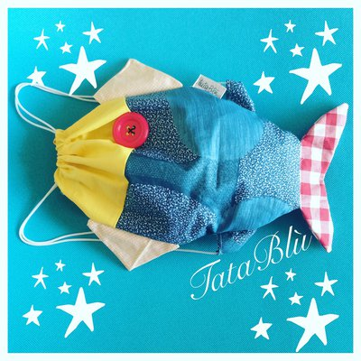 Zainetto a forma di pesce in tessuto colorato