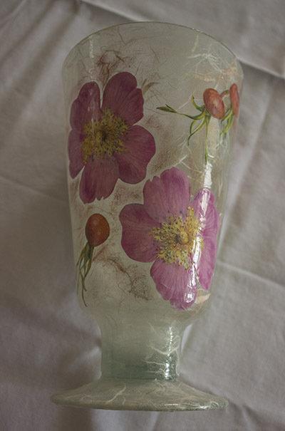 vaso di vetro rosa
