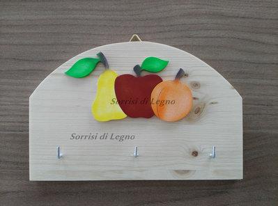 Porta-presine, porta-chiavi con decoro frutta in legno