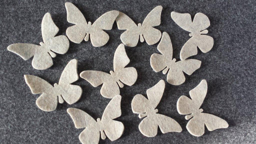 10 Farfalle fustellate in feltro beige