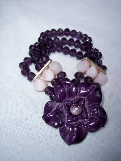 Bracciale con cristalli e rose sui toni del violetto