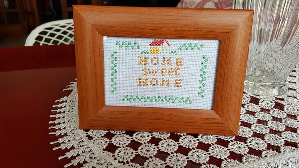 """Quadretto """"Home Sweet Home"""" ricamato a mano"""