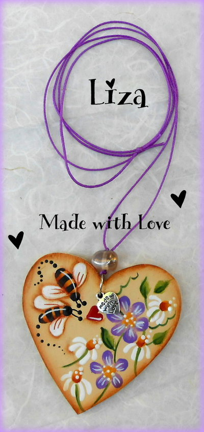 Collana con ciondolo in legno dipinta con apine e fiorellini