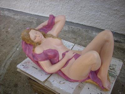 statue in gesso dipinte a mano