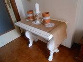 Tavolino shabby chic bianco in legno massello.