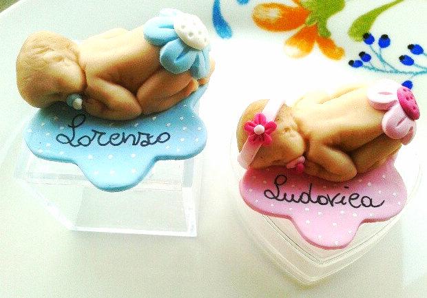 inserzione riservata 30 bomboniere scatola pvc neonata che dorme nome desirèe con base fiore e magnete