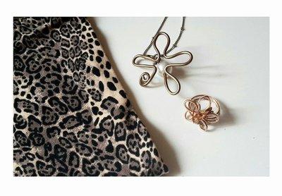 Parure: collana e anello fiori