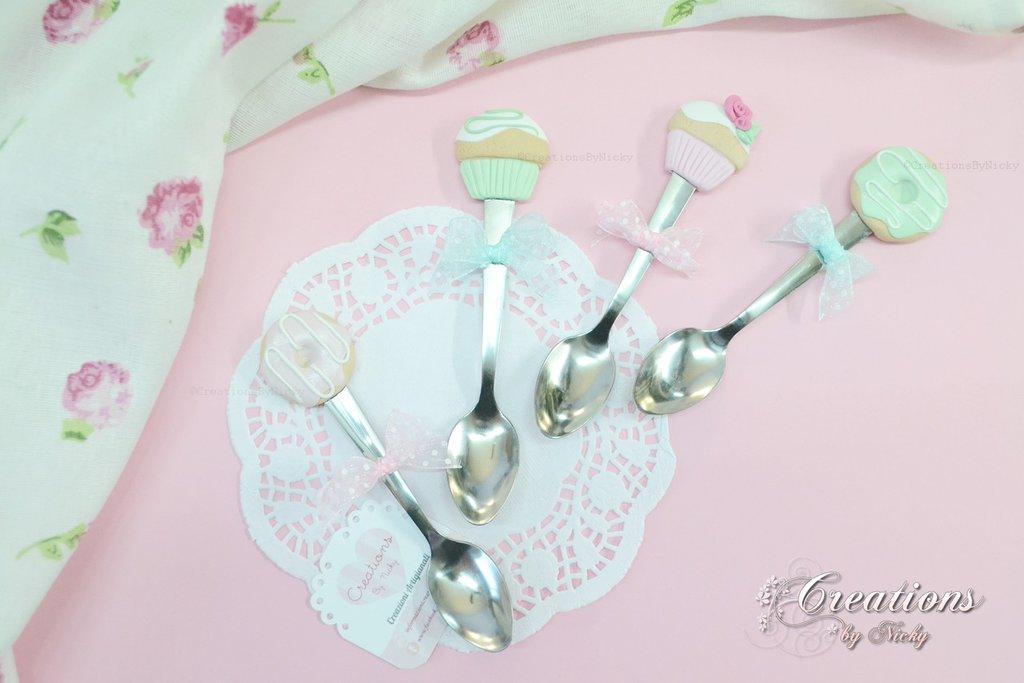 Set cucchiaini con dolci decorazioni