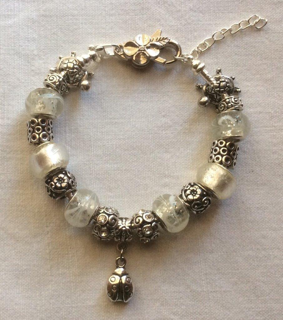 Stupendo bracciale moda in argento tibetano e vetro di Murano con charms portafortuna