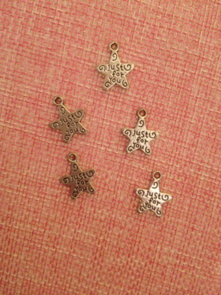 5 charm/ciondoli stelle con scritta just for you
